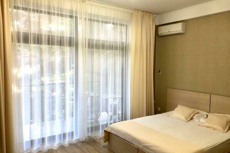 Однокомнатный номер с двумя отдельными кроватями с одним балконом, Набережная улица, 8А, Алушта - Фотография 3