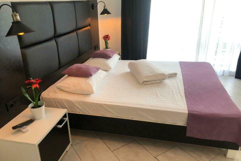 Двухместный с одной большой кроватью + кресло-кровать (Люкс), Приморская улица, 3Г, Ольгинка - Фотография 4