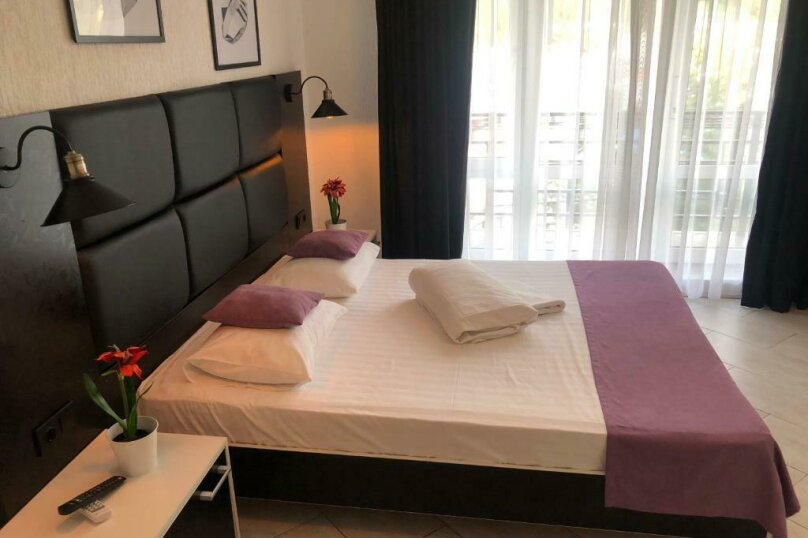 Двухместный с одной большой кроватью + кресло-кровать (Люкс), Приморская улица, 3Г, Ольгинка - Фотография 5