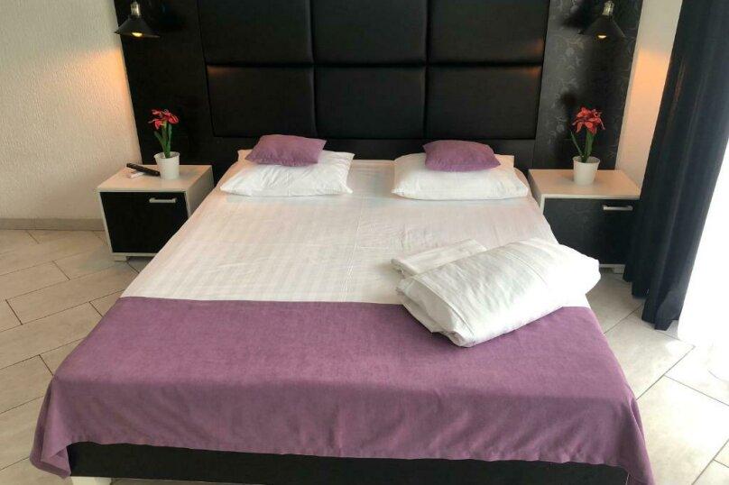 Двухместный с одной большой кроватью + кресло-кровать (Люкс), Приморская улица, 3Г, Ольгинка - Фотография 8