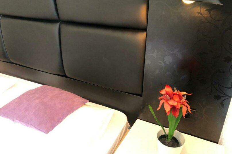 Двухместный с одной большой кроватью + кресло-кровать (Люкс), Приморская улица, 3Г, Ольгинка - Фотография 12