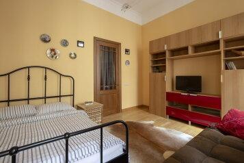 2-комн. квартира, 58 кв.м. на 6 человек, Малая Морская улица, 19, Санкт-Петербург - Фотография 1