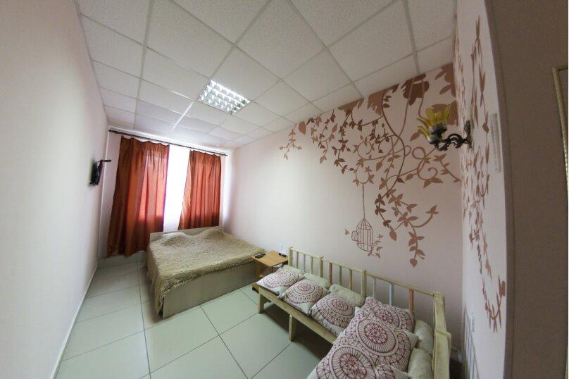 Комфорт с одной двуспальной кроватью , Новороссийская улица, 7, Барнаул - Фотография 1