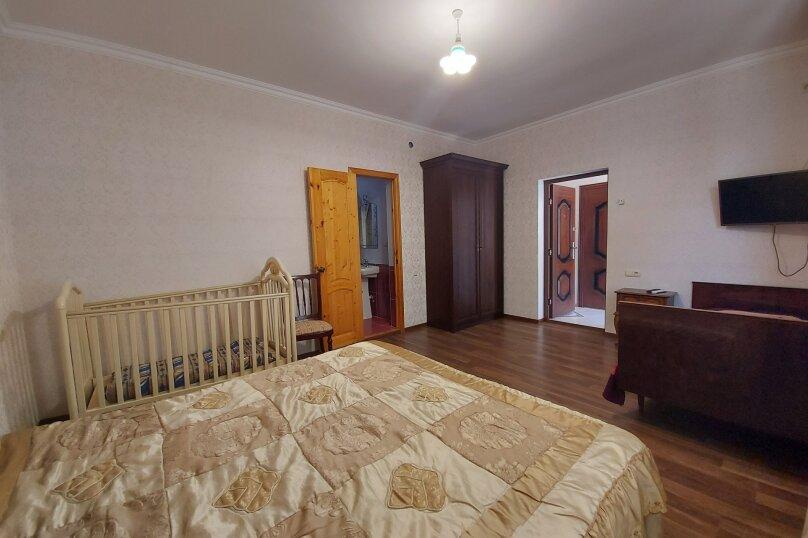 Стандарт на 2,3 этажах, улица Апсха-Леона, 51, Гагра - Фотография 6