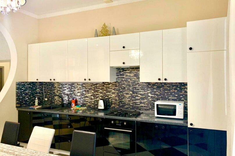 Дом для отпуска Alexandr SKI House, 240 кв.м. на 12 человек, 4 спальни, улица Тагира Кусимова, 1, деревня Зеленая Поляна - Фотография 10