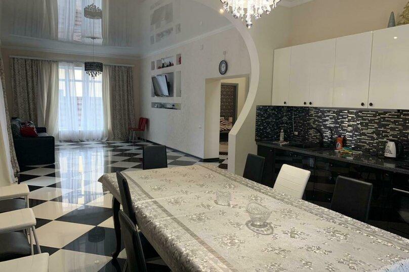 Дом для отпуска Alexandr SKI House, 240 кв.м. на 12 человек, 4 спальни, улица Тагира Кусимова, 1, деревня Зеленая Поляна - Фотография 12