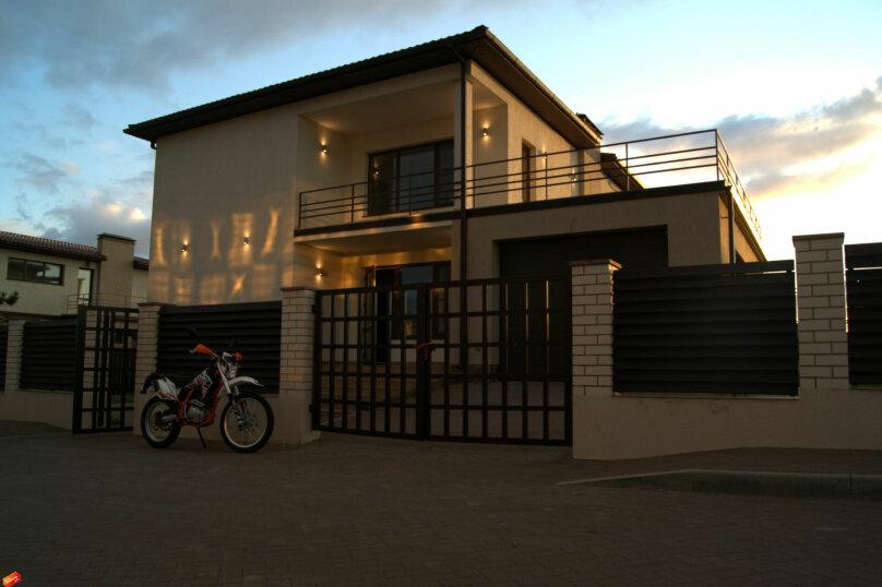 Дом в коттеджном поселке, 230 кв.м. на 8 человек, 4 спальни, Центральная улица, 45, посёлок За Родину , Пересыпь - Фотография 1