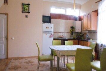 2-комн. квартира, 60 кв.м. на 5 человек, Боткинская, 3, Ялта - Фотография 1