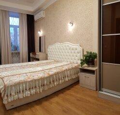2-комн. квартира, 70 кв.м. на 4 человека, Большая Морская улица, 3, Севастополь - Фотография 1