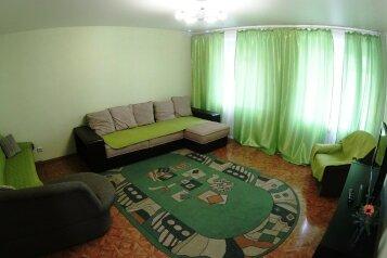 2-комн. квартира, 67 кв.м. на 6 человек, улица Челюскинцев, 5, Новосибирск - Фотография 1