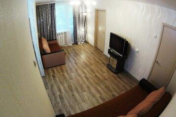 2-комн. квартира, 52 кв.м. на 5 человек, улица Блюхера, 16, Новосибирск - Фотография 1