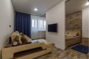 2-комн. квартира, 52 кв.м. на 4 человека, улица Братьев Кашириных, 119, Челябинск - Фотография 1