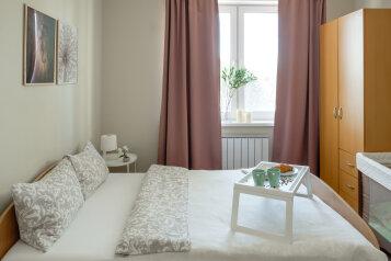 2-комн. квартира, 60 кв.м. на 7 человек, улица Соболева, 19, Екатеринбург - Фотография 1