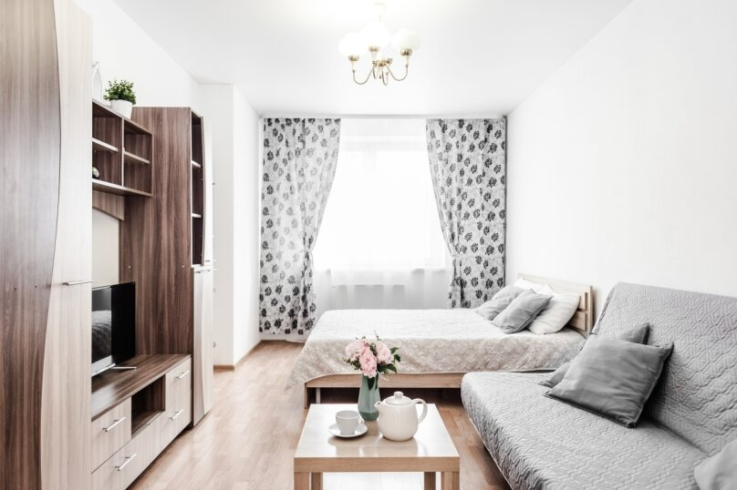 1-комн. квартира, 50 кв.м. на 4 человека, улица 8 Марта, 167, Екатеринбург - Фотография 1