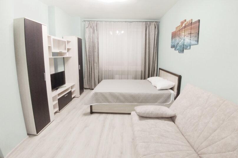 2-комн. квартира, 80 кв.м. на 6 человек, Гурзуфская улица, 11, Екатеринбург - Фотография 1