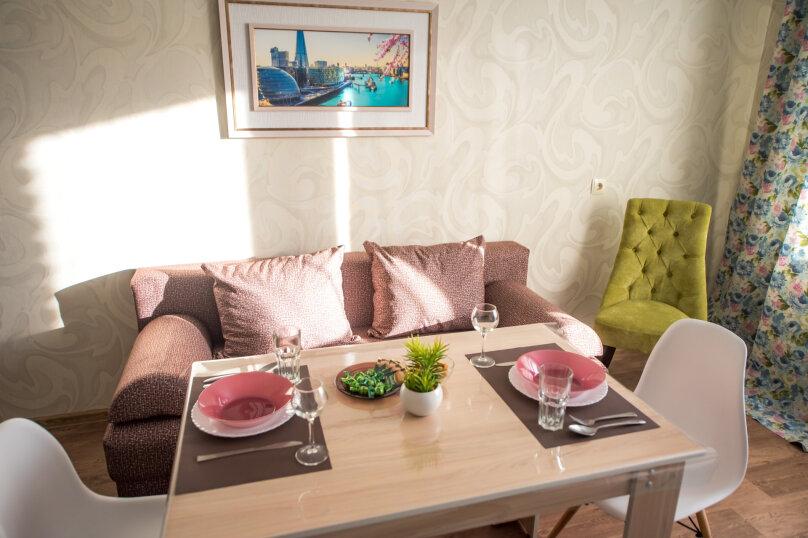 2-комн. квартира, 60 кв.м. на 6 человек, улица Николая Смирнова, 7, Чебоксары - Фотография 2