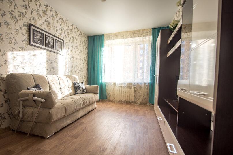 2-комн. квартира, 60 кв.м. на 6 человек, улица Николая Смирнова, 7, Чебоксары - Фотография 7