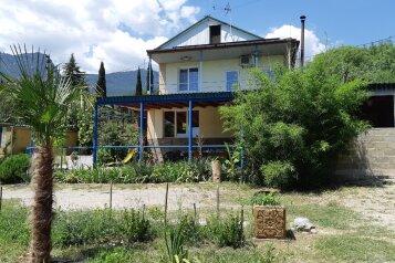 Дом, 200 кв.м. на 8 человек, 3 спальни, Приветная улица, 10, Гурзуф - Фотография 1