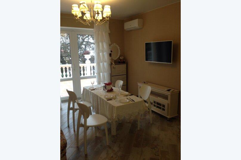Первый этаж  3 этажного дома с отдельным входом, 60 кв.м. на 6 человек, 2 спальни, Севастопольское шоссе, 54Е, Гаспра - Фотография 41