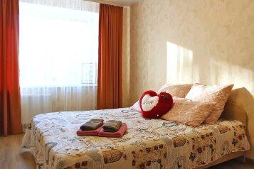 2-комн. квартира, 50 кв.м. на 4 человека, улица Льва Толстого, 20, Уфа - Фотография 1