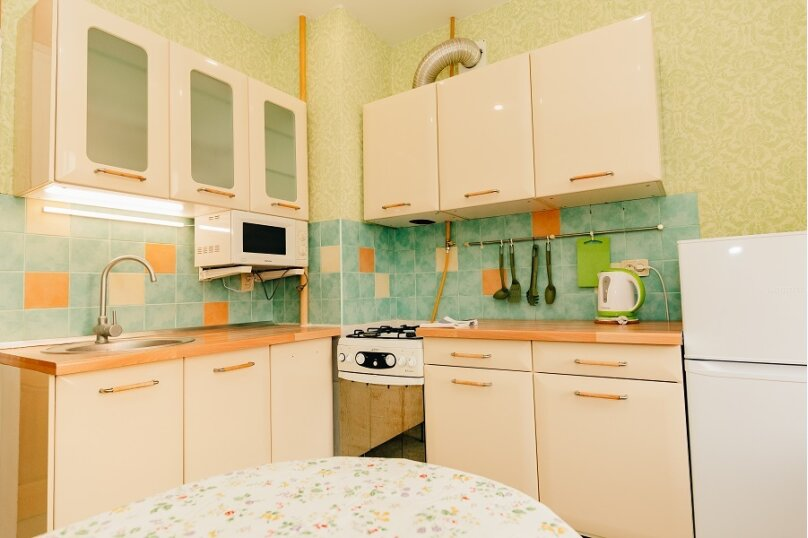 2-комн. квартира, 60 кв.м. на 6 человек, улица Гаяза Исхаки, 8, Казань - Фотография 11