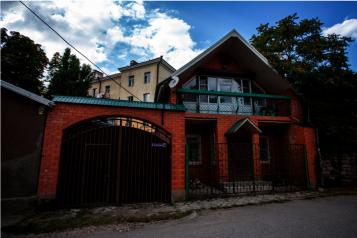 Второй этаж посуточно, 60 кв.м. на 6 человек, 3 спальни, улица Нины Попцовой, 4, Пятигорск - Фотография 1