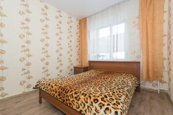 2-комн. квартира, 64 кв.м. на 4 человека, улица Челюскинцев, 15, Новосибирск - Фотография 1