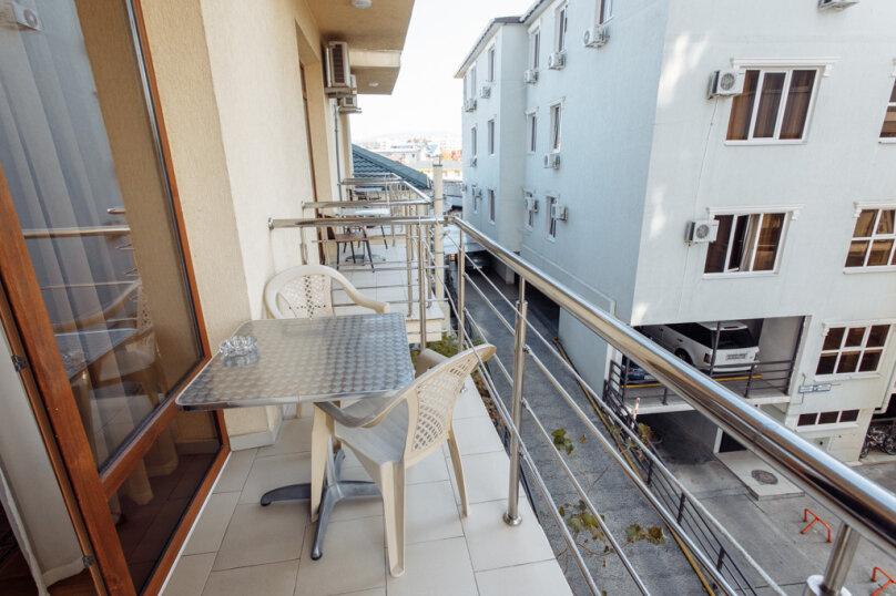 Четырёхместный номер с балконом (33,34,35,36,43,44,45,46), переулок Богдана Хмельницкого, 12, Адлер - Фотография 1