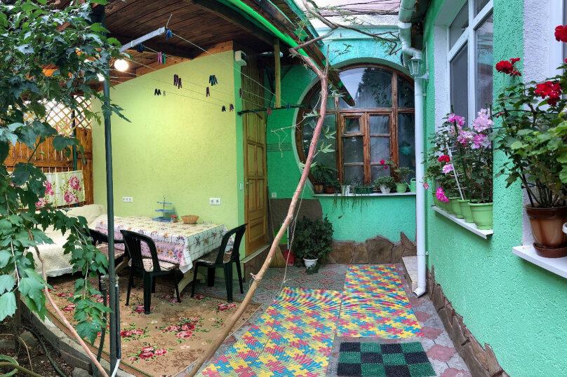 2-комн. квартира, 35 кв.м. на 5 человек, Саранчева, 20, Алушта - Фотография 1