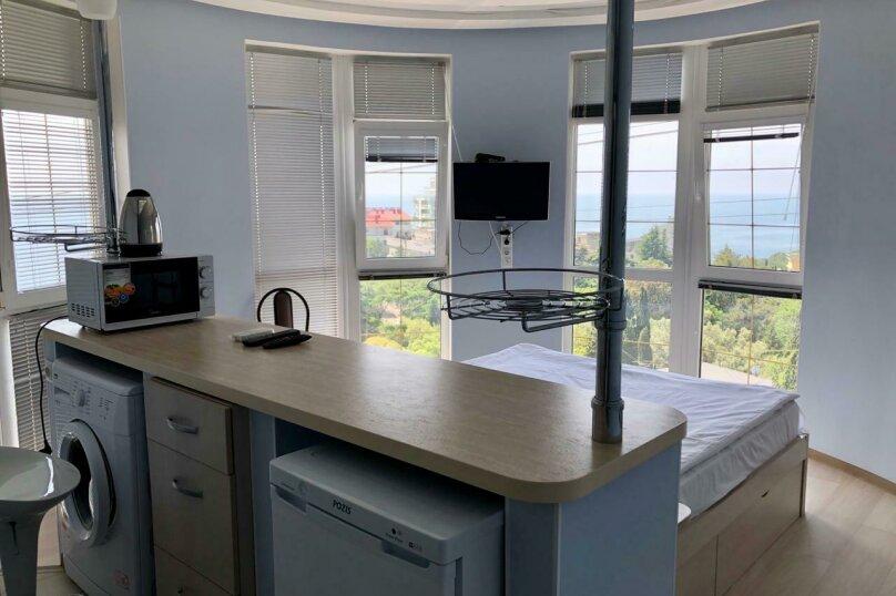 Круглый номер с витражными окнами . Вид на море и горы Ай Петри , Алупкинское шоссе, 58Дк1, Гаспра - Фотография 1