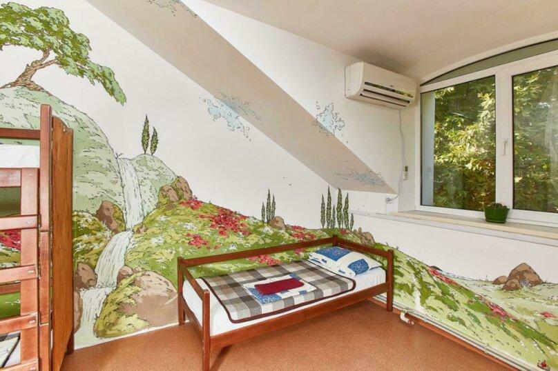 Место в шестиместном  общем номере, улица Маяковского, 5, Севастополь - Фотография 1