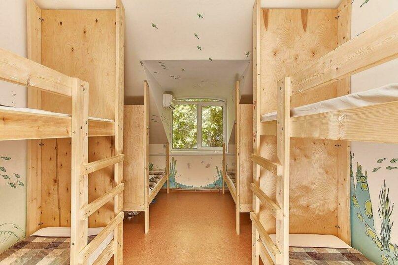 Место в шестиместном  улучшенном общем номере, улица Маяковского, 5, Севастополь - Фотография 1