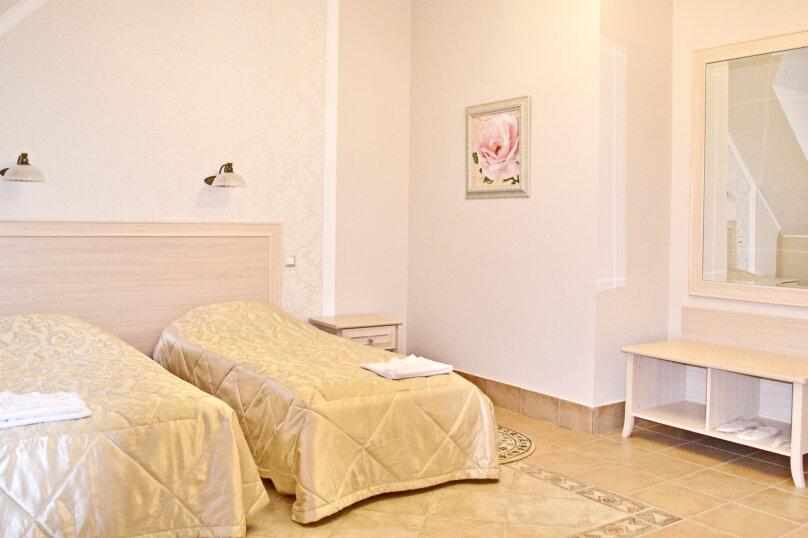 Двухместный стандартный номер (две кровати), пгт Янтарный, Советская ул, 72, Калининград - Фотография 1