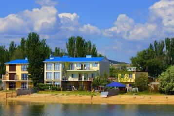 """#Отель """"Золотые Пески"""" Феодосия, Курортная улица, 42 на 19 номеров - Фотография 1"""