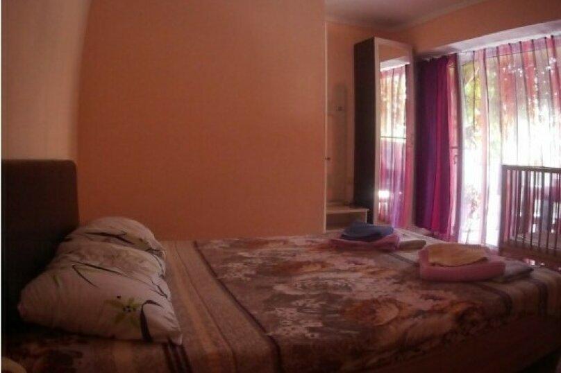 """Гостевой дом """"Три кита"""", Зеленая, 3 на 12 комнат - Фотография 24"""