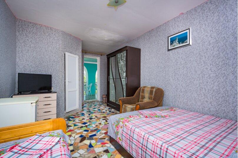 Улучшенный трёхместный номер, улица 14 Апреля, 15, Судак - Фотография 7