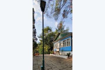 Номера в деревянном доме, Кипарисная улица, корпус 1 на 5 комнат - Фотография 1