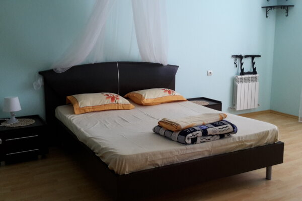Этаж в доме, 100 кв.м. на 10 человек, 3 спальни, Солнечная улица, 22, Кабардинка - Фотография 1