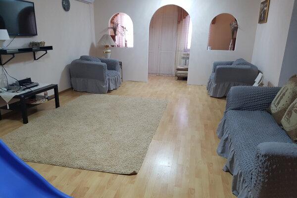 Этаж в доме, 100 кв.м. на 6 человек, 2 спальни, Солнечная улица, 22, Кабардинка - Фотография 1