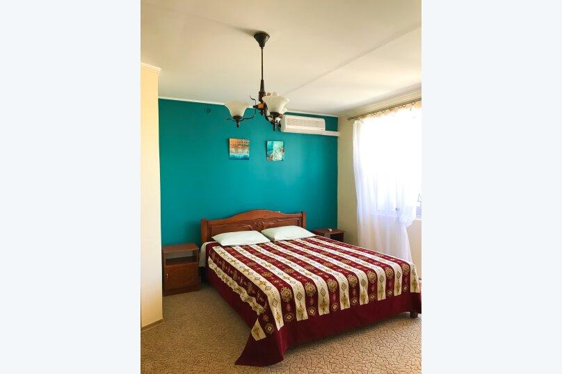 """(3) """"Family camp"""" room с балконом (1 этаж), для троих, Таврическая улица, 26, Оленевка - Фотография 1"""