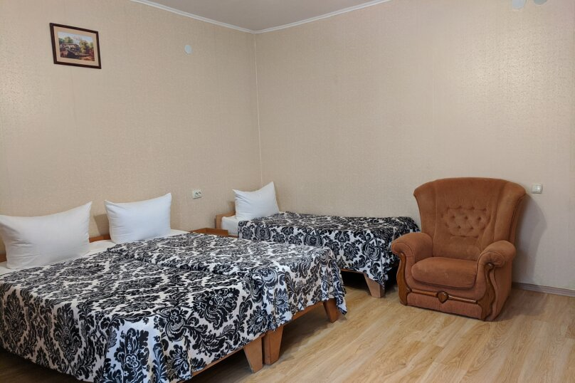 Гостиница 1137538, Набережная , 42 на 6 комнат - Фотография 5