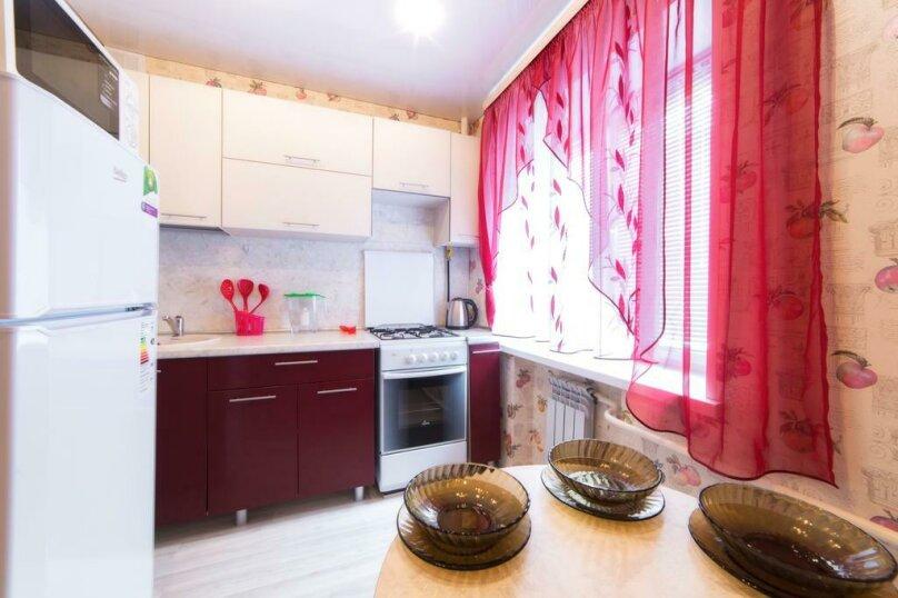 2-комн. квартира, 54 кв.м. на 6 человек, улица Цвиллинга, 47Б, Челябинск - Фотография 13