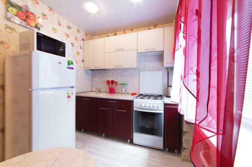 2-комн. квартира, 54 кв.м. на 6 человек, улица Цвиллинга, 47Б, Челябинск - Фотография 14