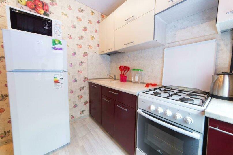 2-комн. квартира, 54 кв.м. на 6 человек, улица Цвиллинга, 47Б, Челябинск - Фотография 15
