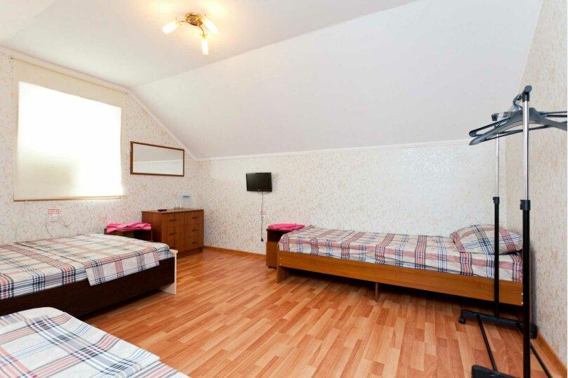 четырехместный номер с общей ванной комнатой, улица Кирова, 40, Ейск - Фотография 1