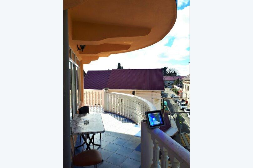 Четырехместный с балконом , улица Ульянова, 10, Адлер - Фотография 33
