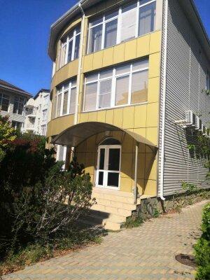 Коттедж в 3 этажа на частной огороженной территории, 330 кв.м. на 14 человек, 7 спален, Заречная улица, 1Г, Ольгинка - Фотография 1