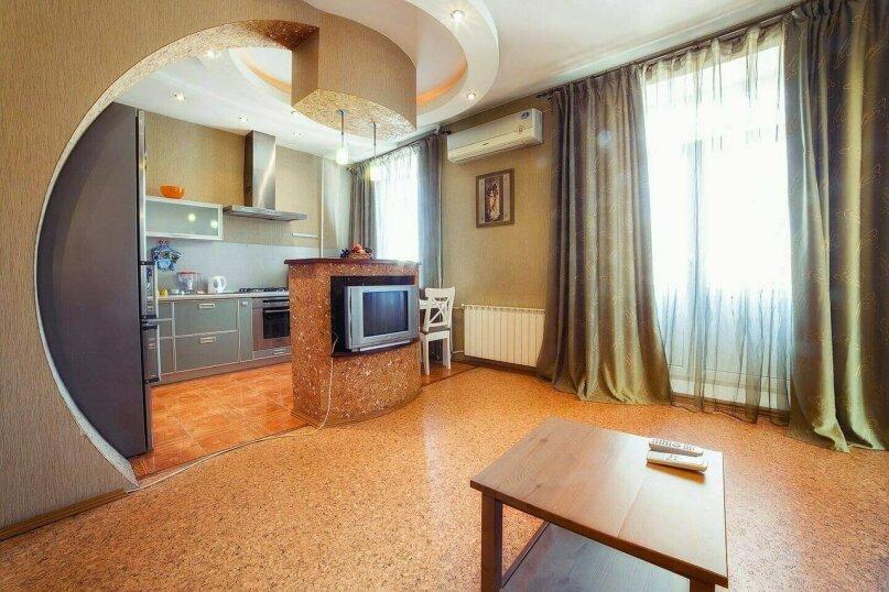 2-комн. квартира, 65 кв.м. на 4 человека, улица Свободы, 66, Челябинск - Фотография 1