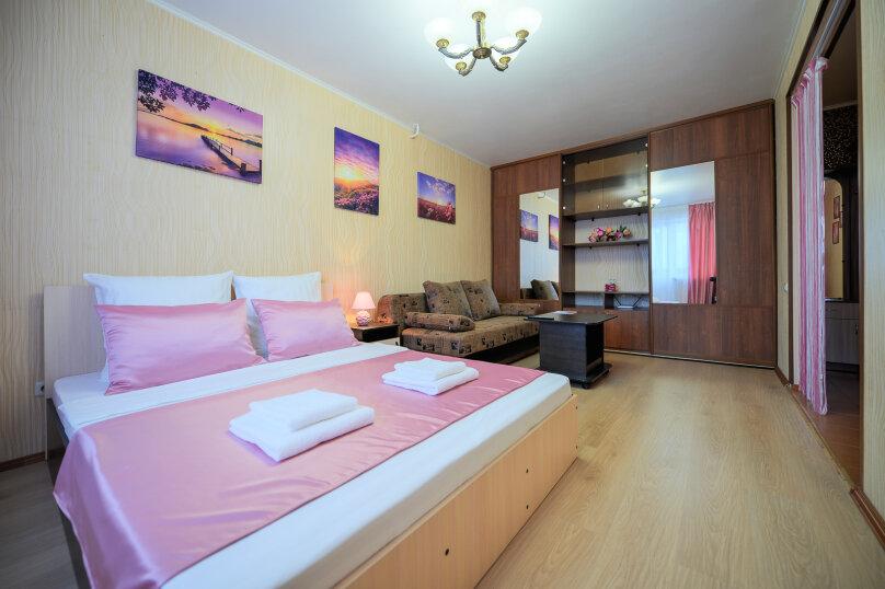 1-комн. квартира, 30 кв.м. на 4 человека, улица Энгельса, 43А, Челябинск - Фотография 1