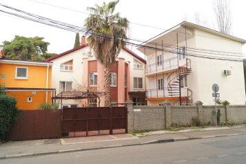 """Гостевой дом """"Волга"""", Цветочная улица, 50 на 15 комнат - Фотография 1"""